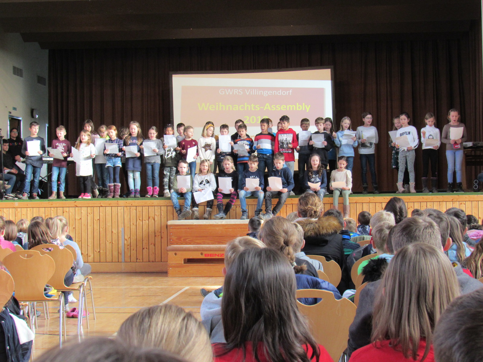 2019 12 17 Weihnachts Assembly 2